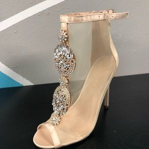 Nude mesh heel with brooch